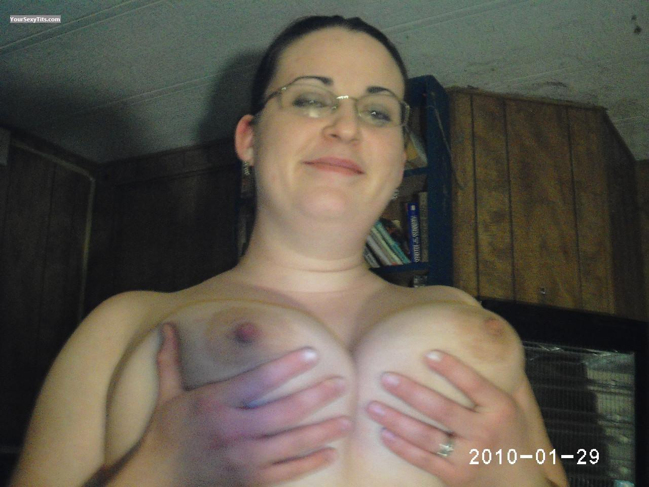 Tit Flash: Very Big Tits - Topless Cattwat from United States