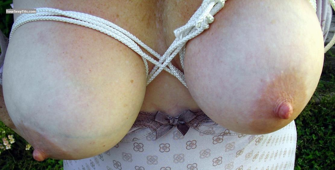 Tit Flash: Very Big Tits - Julie from Canada