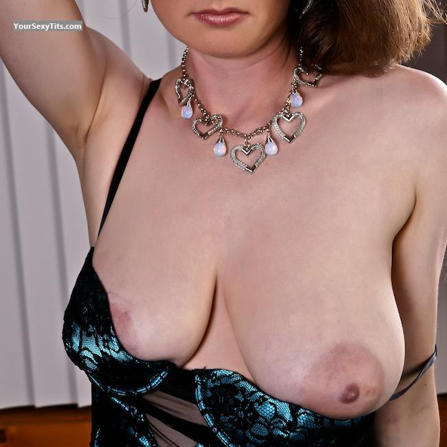 Tit Flash: Very Big Tits - Miss Goodlips from United States