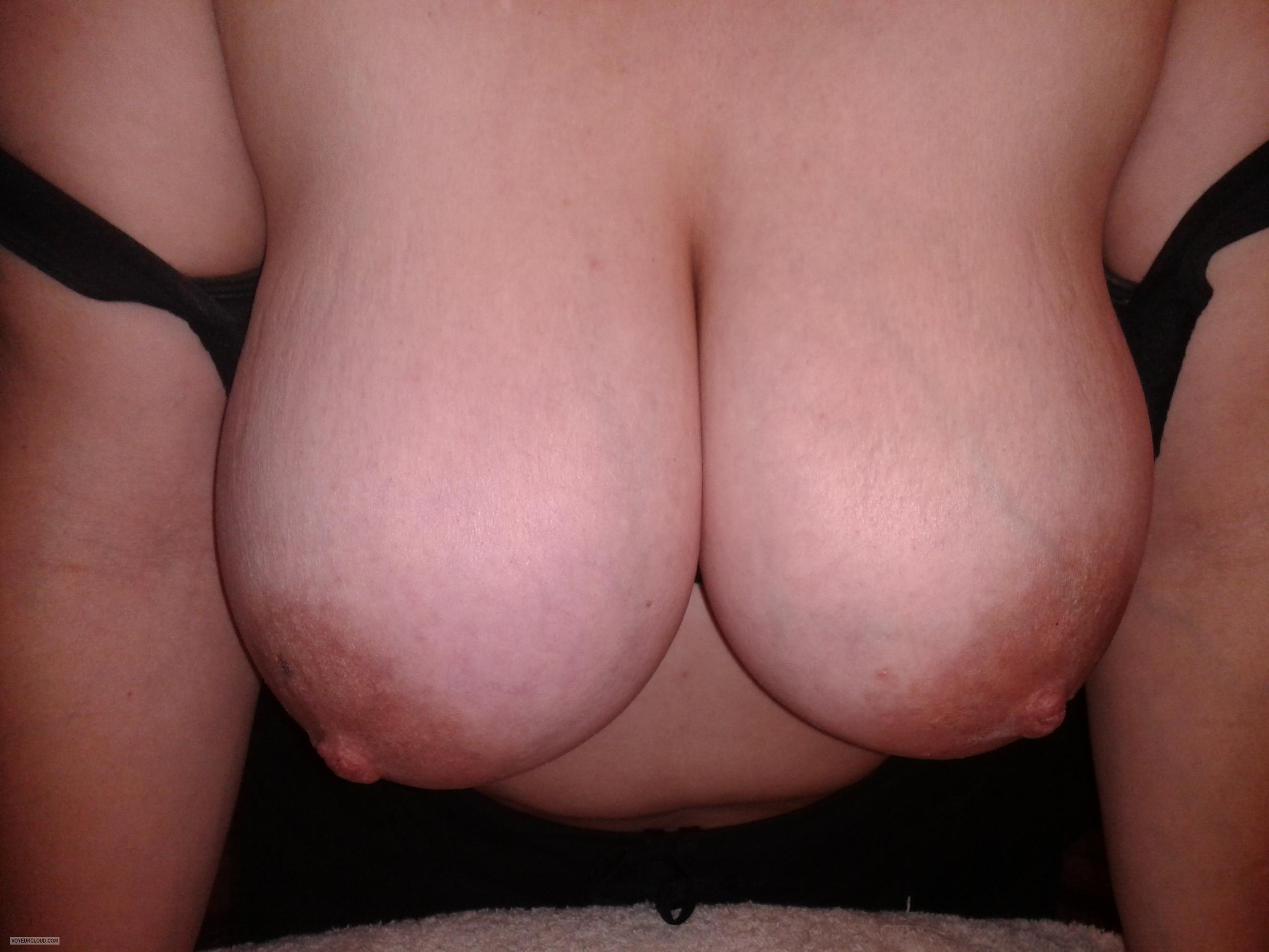 Tit Flash: Wife's Very Big Tits - Mmmounds from United States