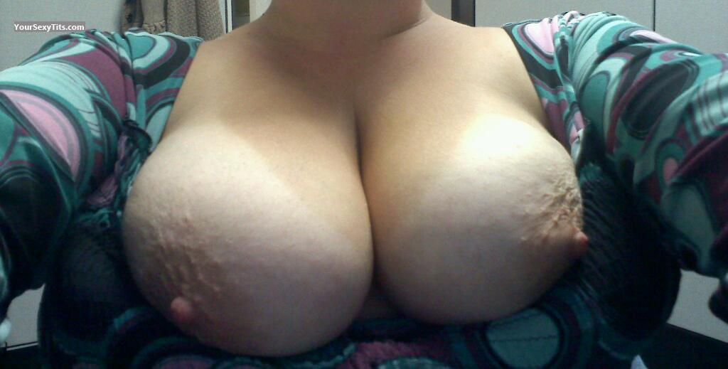 Tit Flash: Girlfriend's Very Big Tits (Selfie) - Ccar Car from United States
