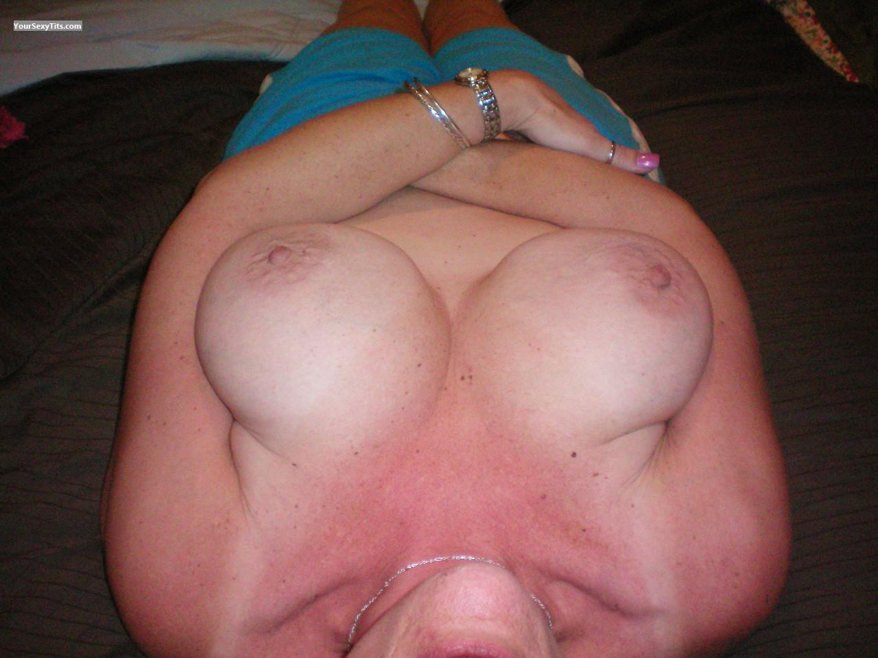 Tit Flash: Very Big Tits - Rachel Ann from United States