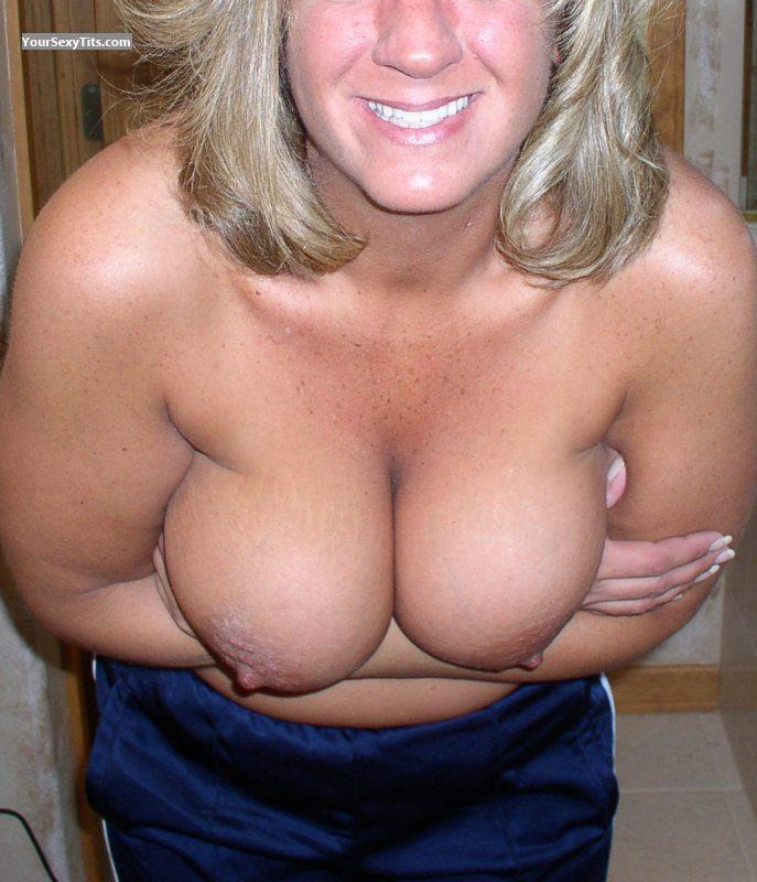 Tit Flash: Very Big Tits - Walleyes from United States