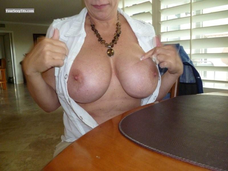 Tit Flash: Very Big Tits - TrplDDD from United States