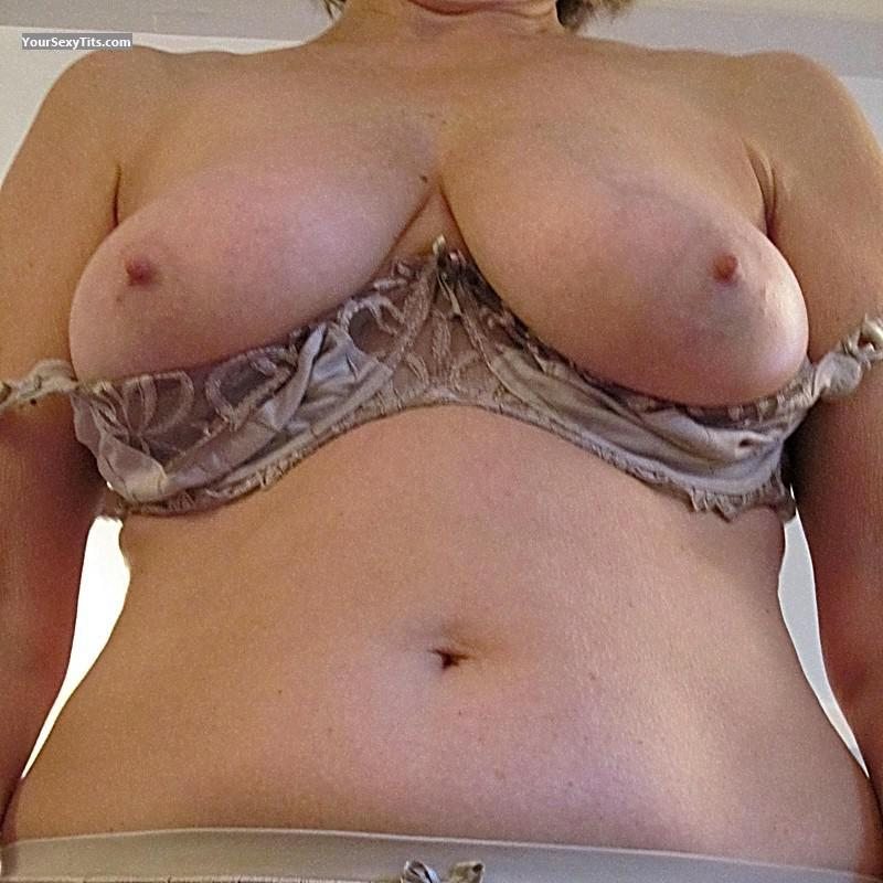 Tit Flash: Very Big Tits - Connie from United Kingdom