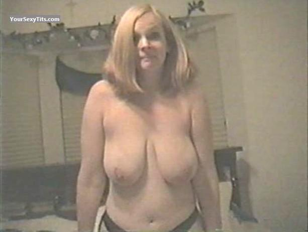 Tit Flash: Very Big Tits - Ja from United States