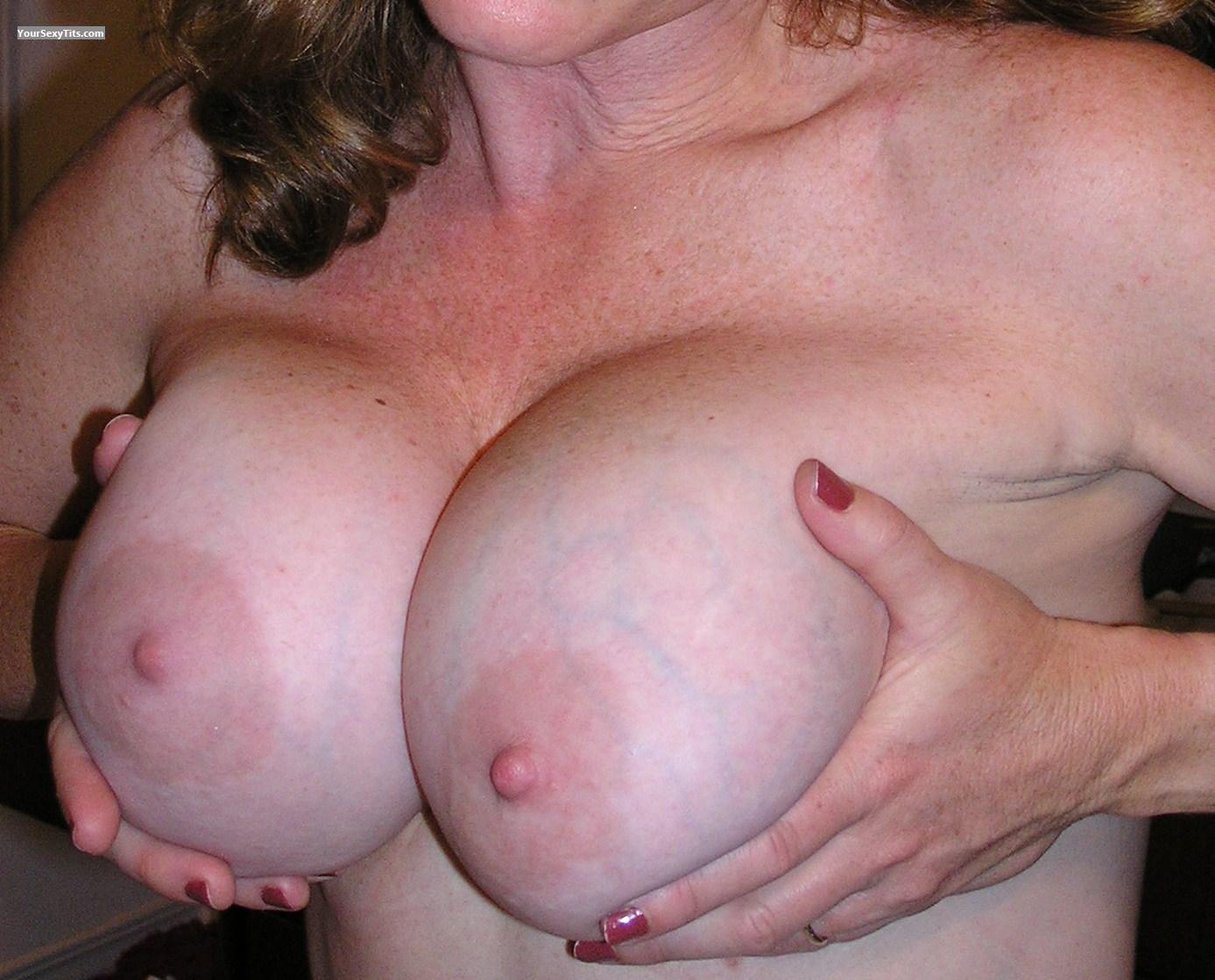 Very big Tits Bootsey