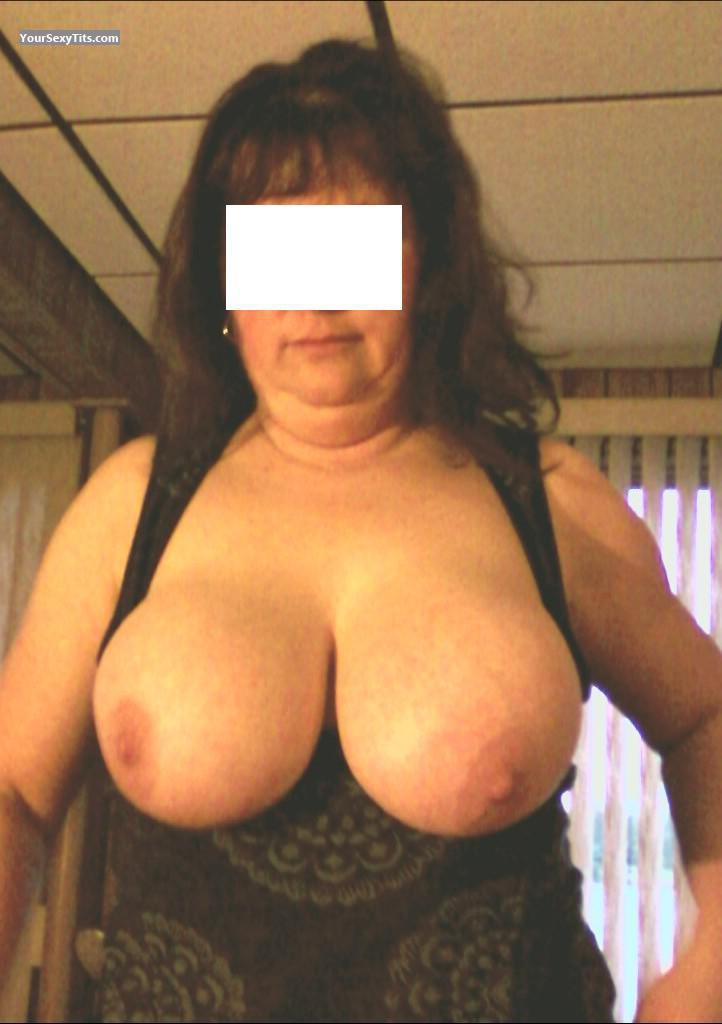Tit Flash: Very Big Tits - Sherry from United States
