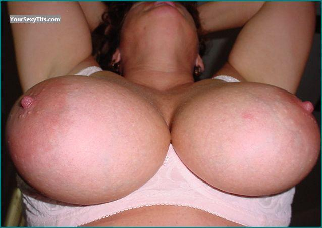 Tit Flash: Very Big Tits - Show Em S from United States