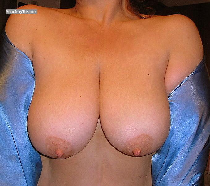 Tit Flash: Very Big Tits - Ava from United States