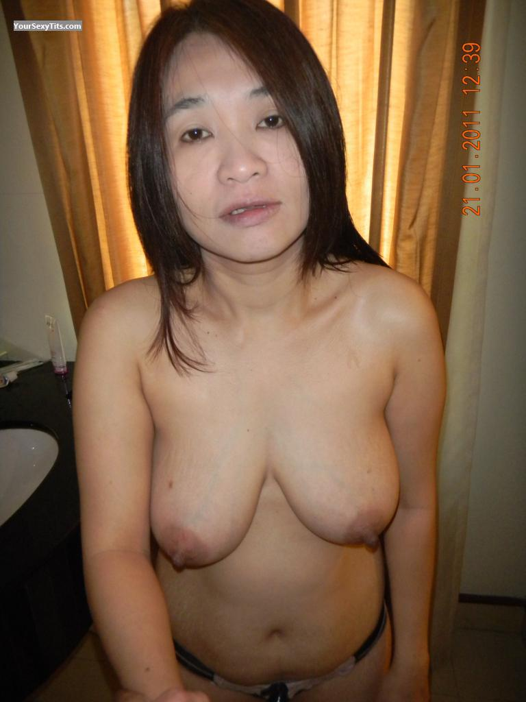 Very big Tits Of My Room Mate Mesiang