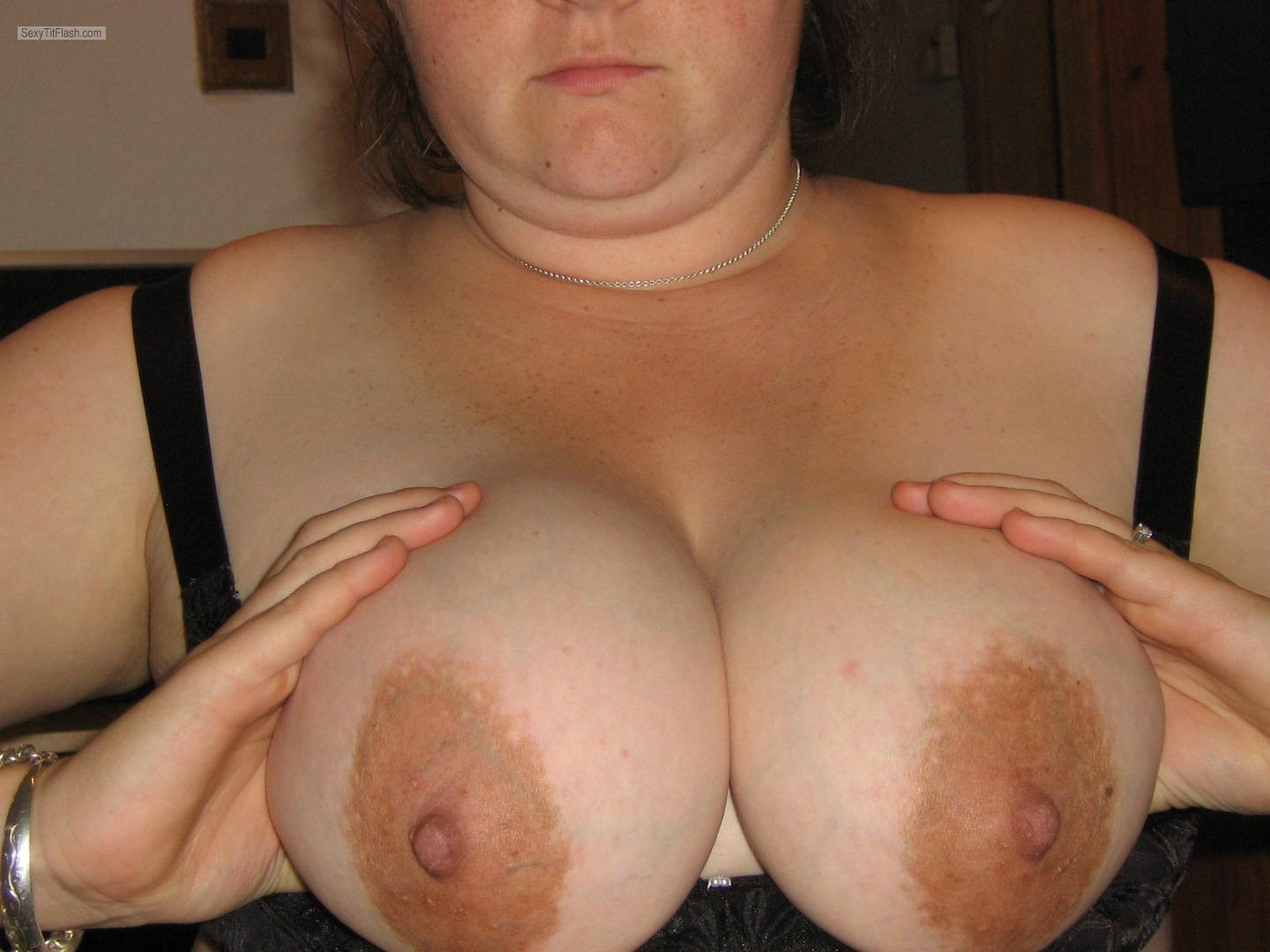 Tit Flash: Wife's Very Big Tits - Lisa from United Kingdom