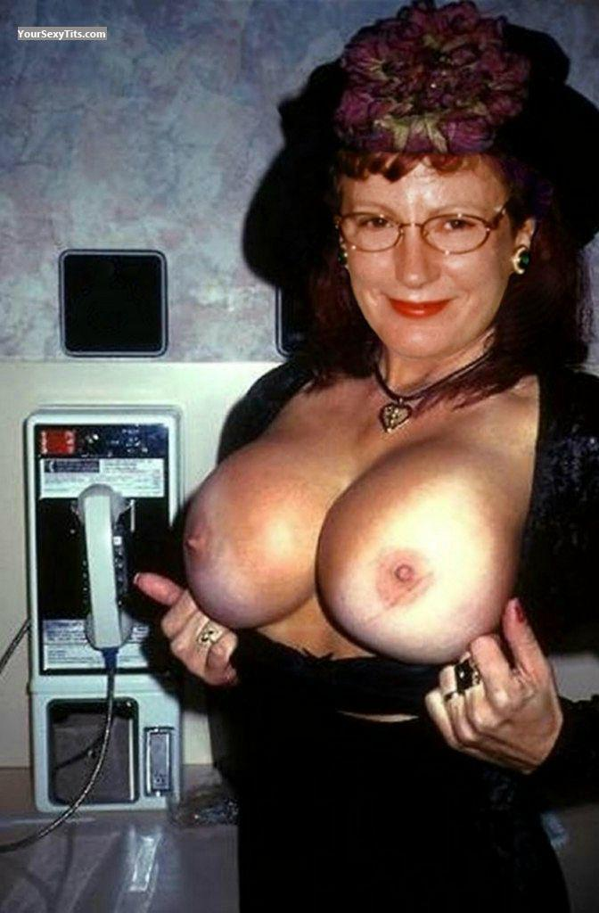 Tit Flash: Very Big Tits - Topless Jugsy Malone from United States