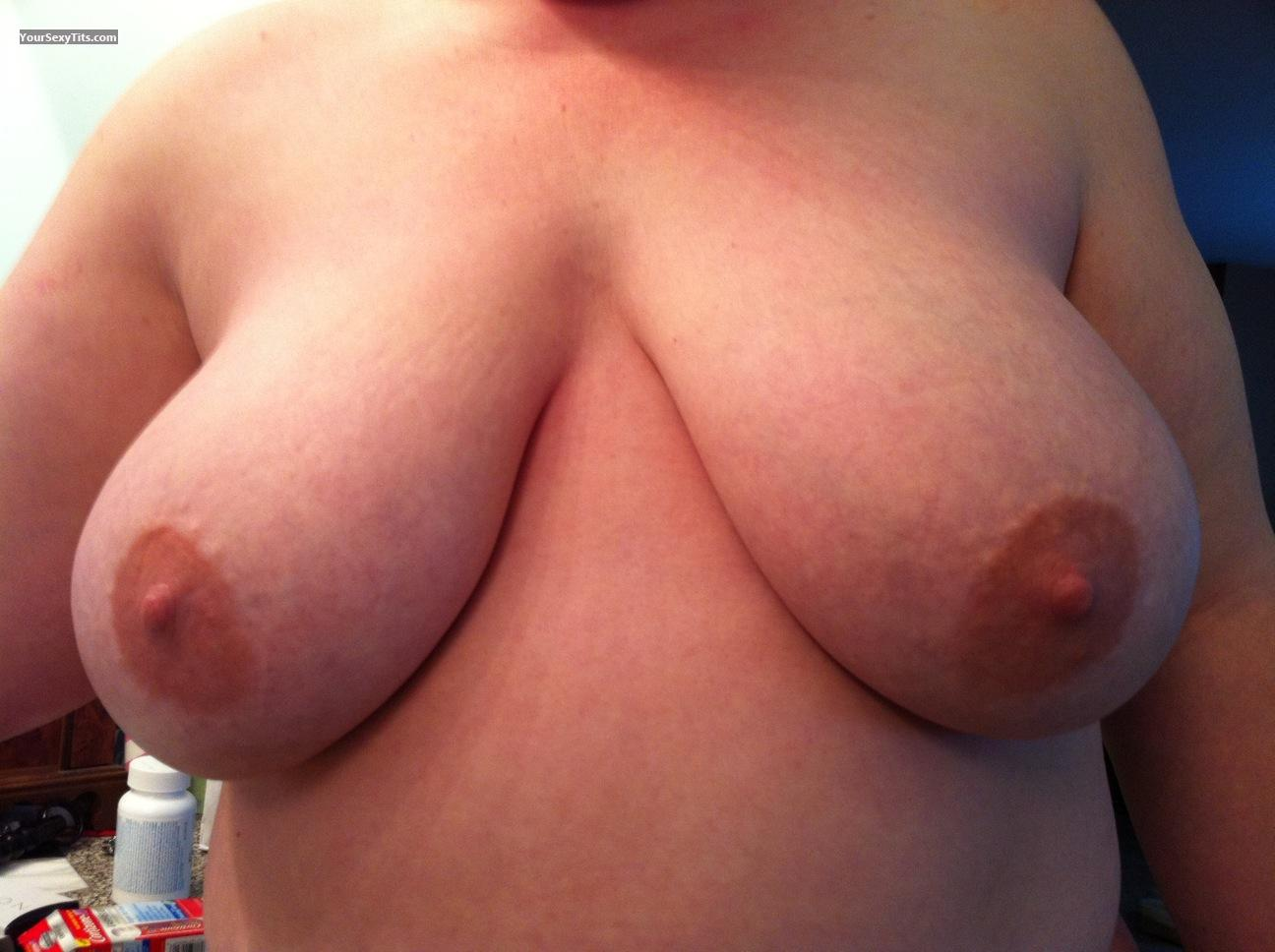 Tit Flash: Very Big Tits - Cindy from United States