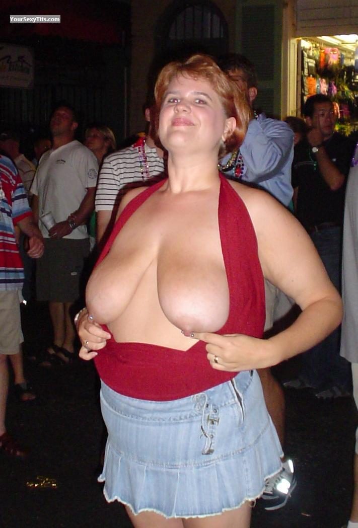 Tit Flash: Very Big Tits - Topless Hottie 42DDD from United States