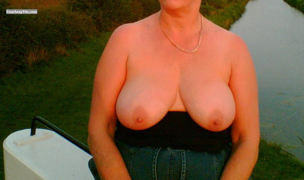 Tit Flash: Very Big Tits - Daphne from United Kingdom