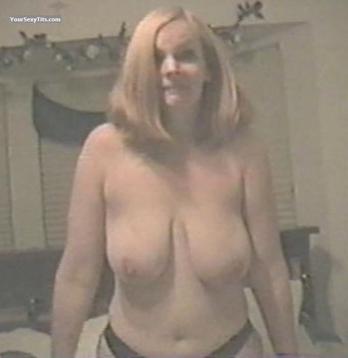 Tit Flash: Very Big Tits - Topless Jan from United States