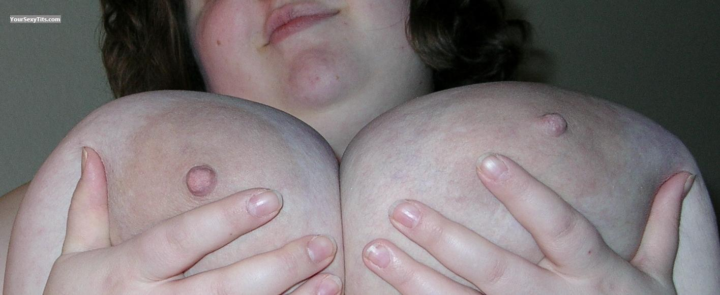 Tit Flash: Very Big Tits - CleavageFetish from United States