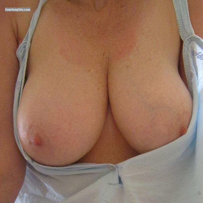 Tit Flash: Very Big Tits - Lara from United Kingdom