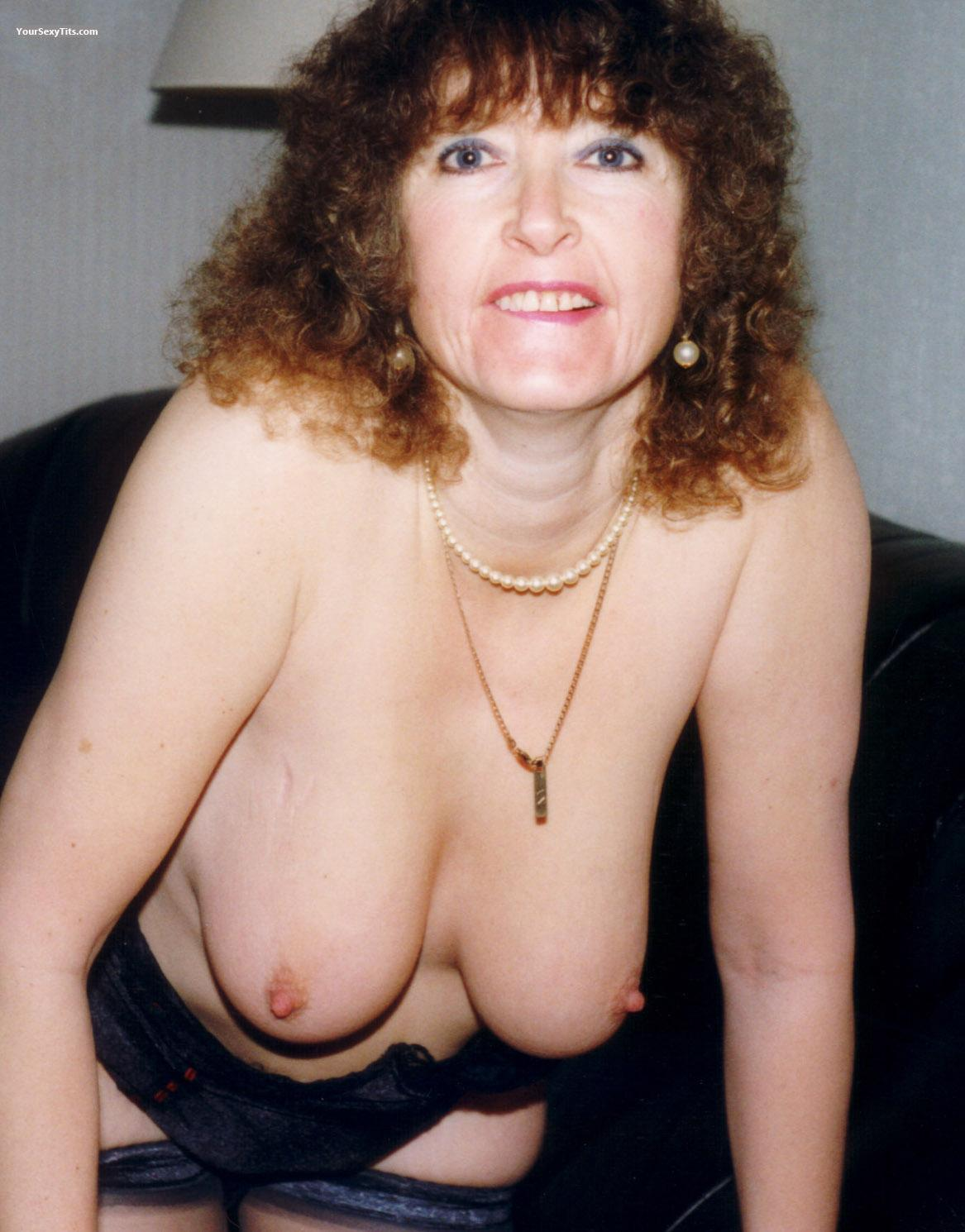 Medium Tits Topless Widge