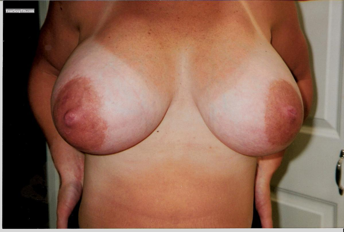 Tit Flash: Very Big Tits - Wow from United States