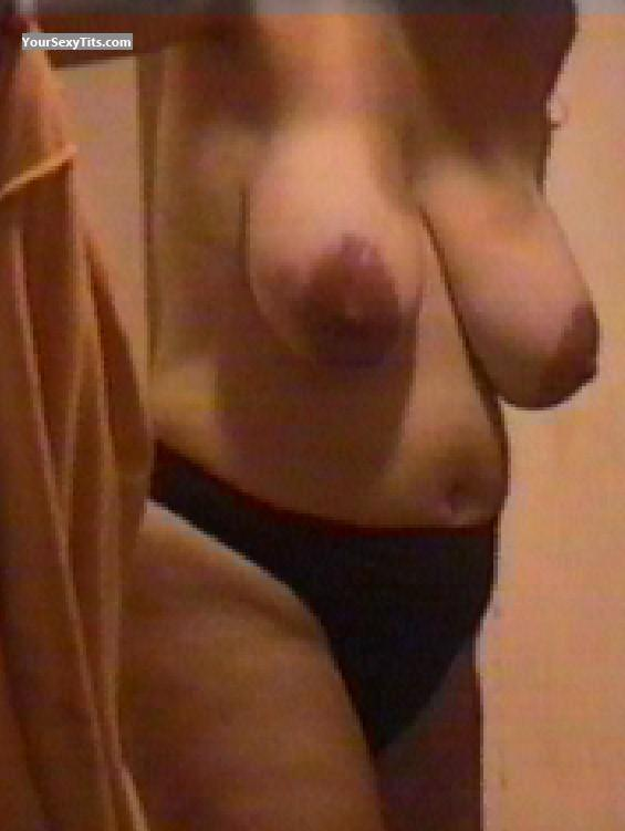 Tit Flash: Very Big Tits - Yami from United States