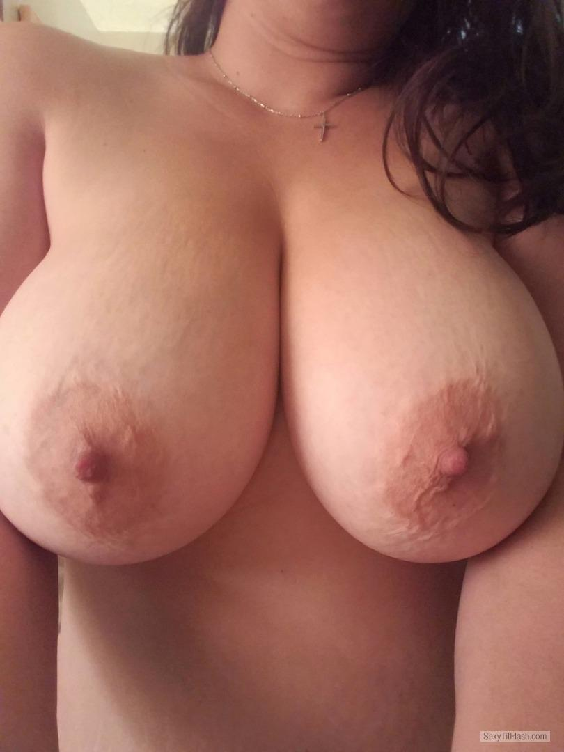 Tit Flash: Wife's Very Big Tits (Selfie) - Hawaiitits from United States