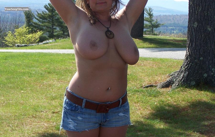 Tit Flash: Very Big Tits - DoubleDee from United States