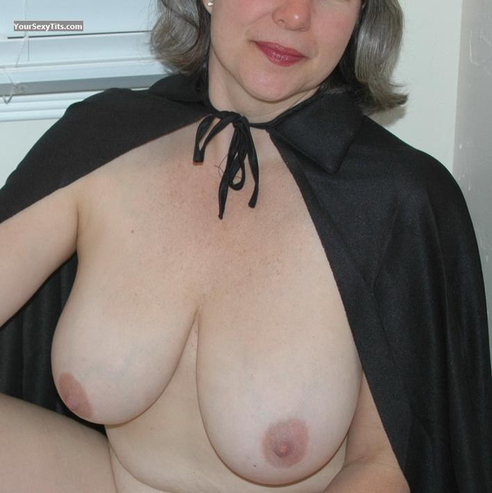 Tit Flash: Very Big Tits - NortWest Linda from United States