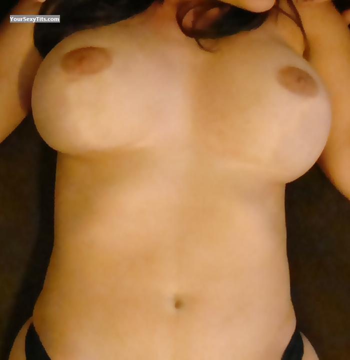 Tit Flash: Very Big Tits - SexyMilf from United States