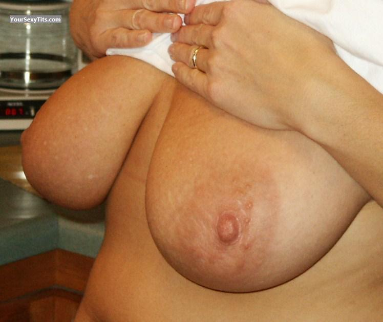 Tit Flash: Very Big Tits - Sexy Tits from United States
