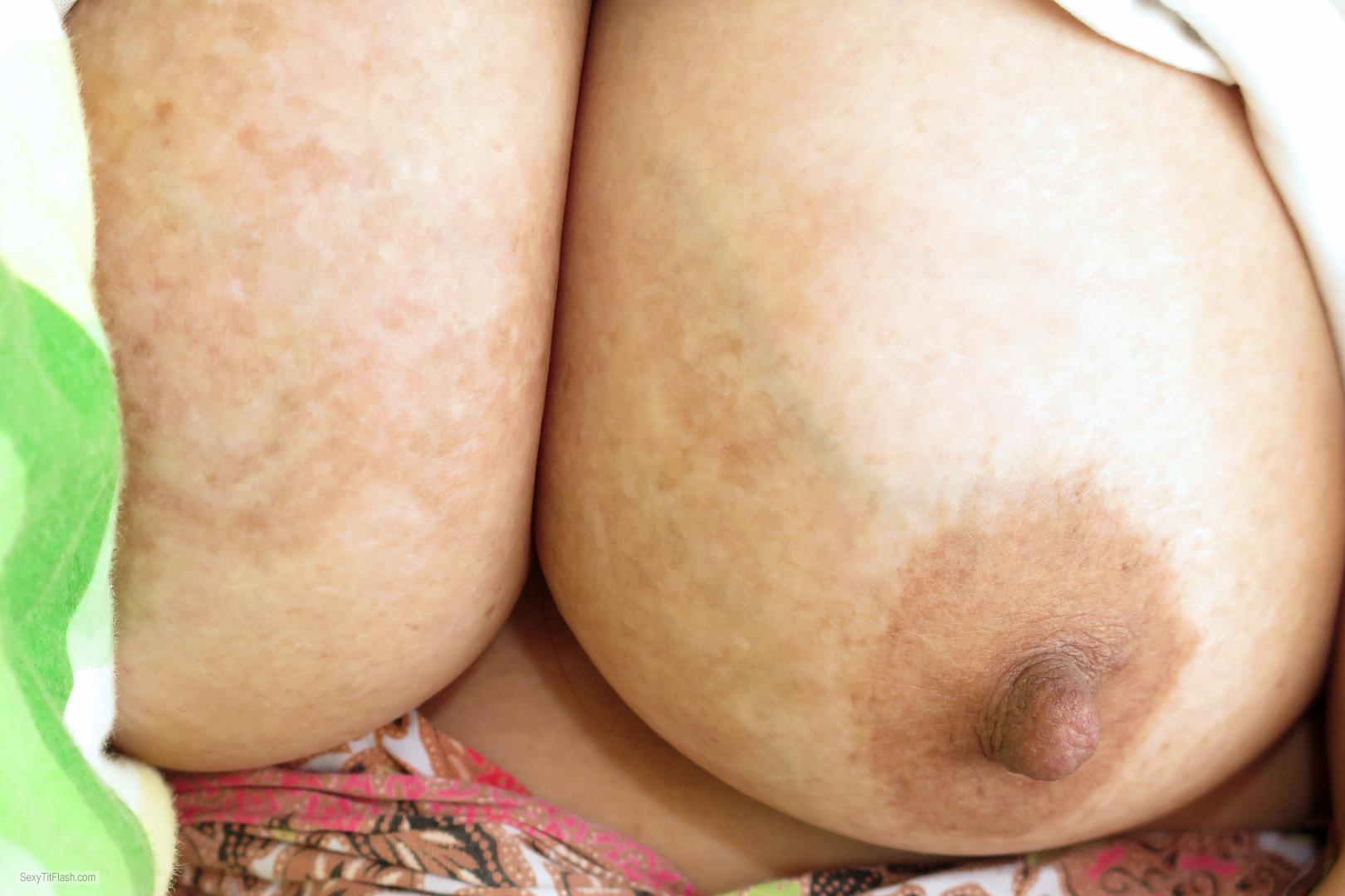 Tit Flash: Wife's Very Big Tits - Z1978 from Malaysia