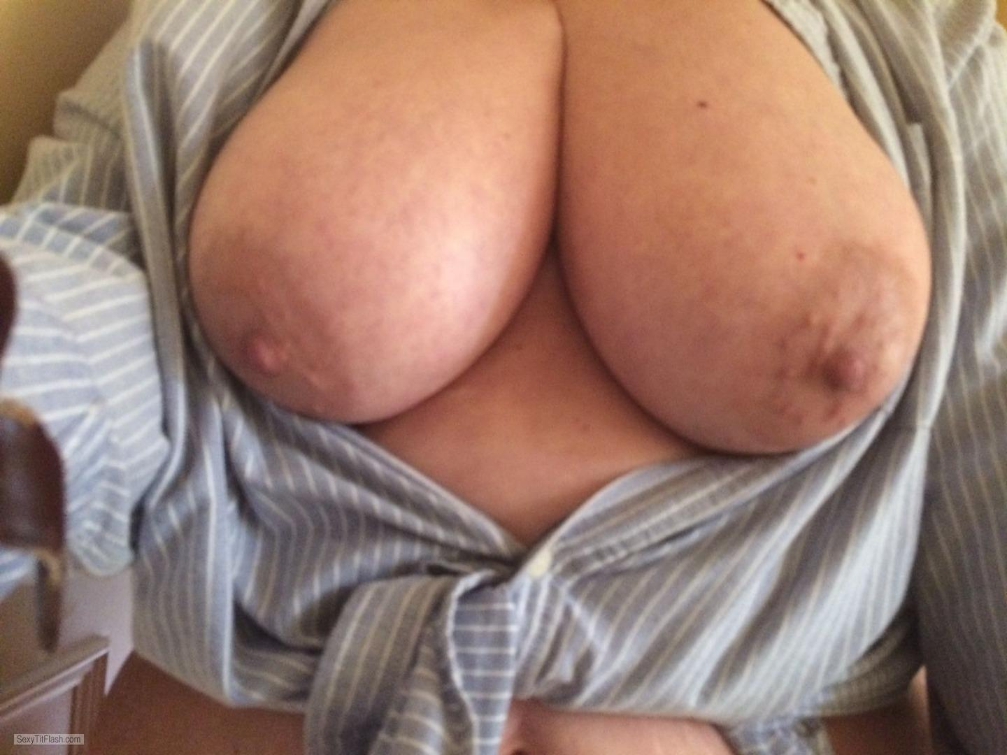 Tit Flash: Wife's Very Big Tits (Selfie) - Lydia from United Kingdom