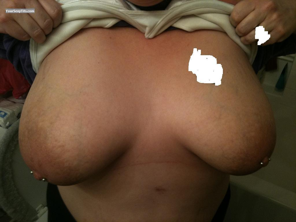 Tit Flash: Very Big Tits - Hello from United States