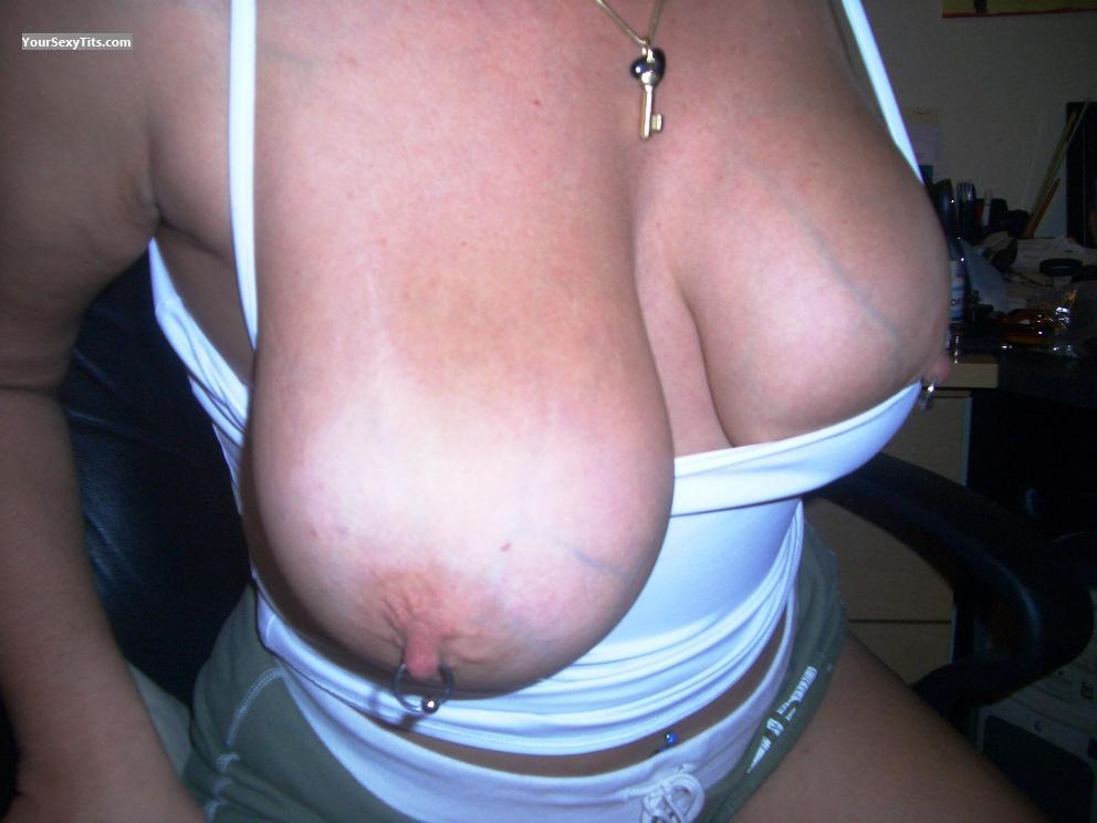 Very big Tits Veronica Flashes