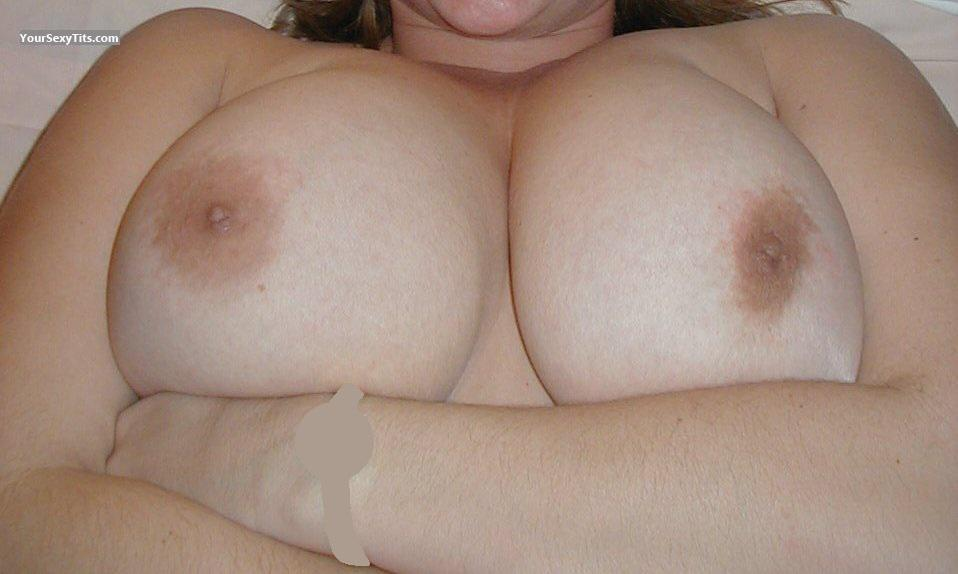 Tit Flash: Very Big Tits - Natural DDs from United States