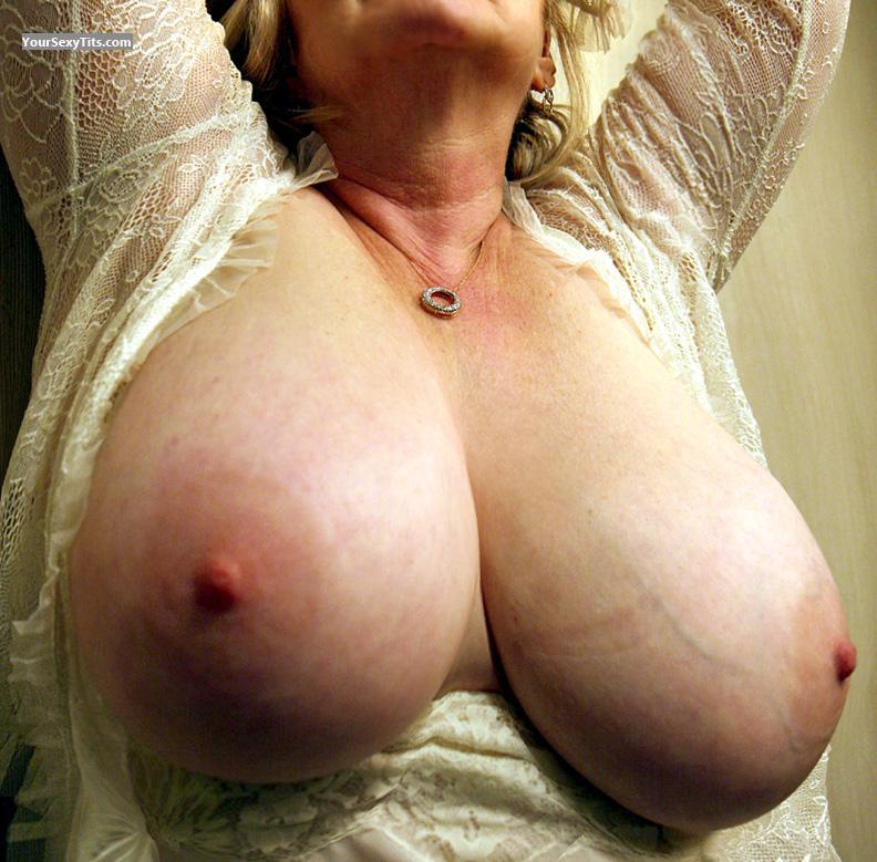 Very big Tits Sharon