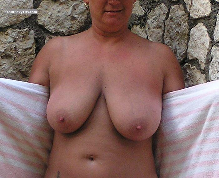 Tit Flash: Very Big Tits - Curvy Girl from United States