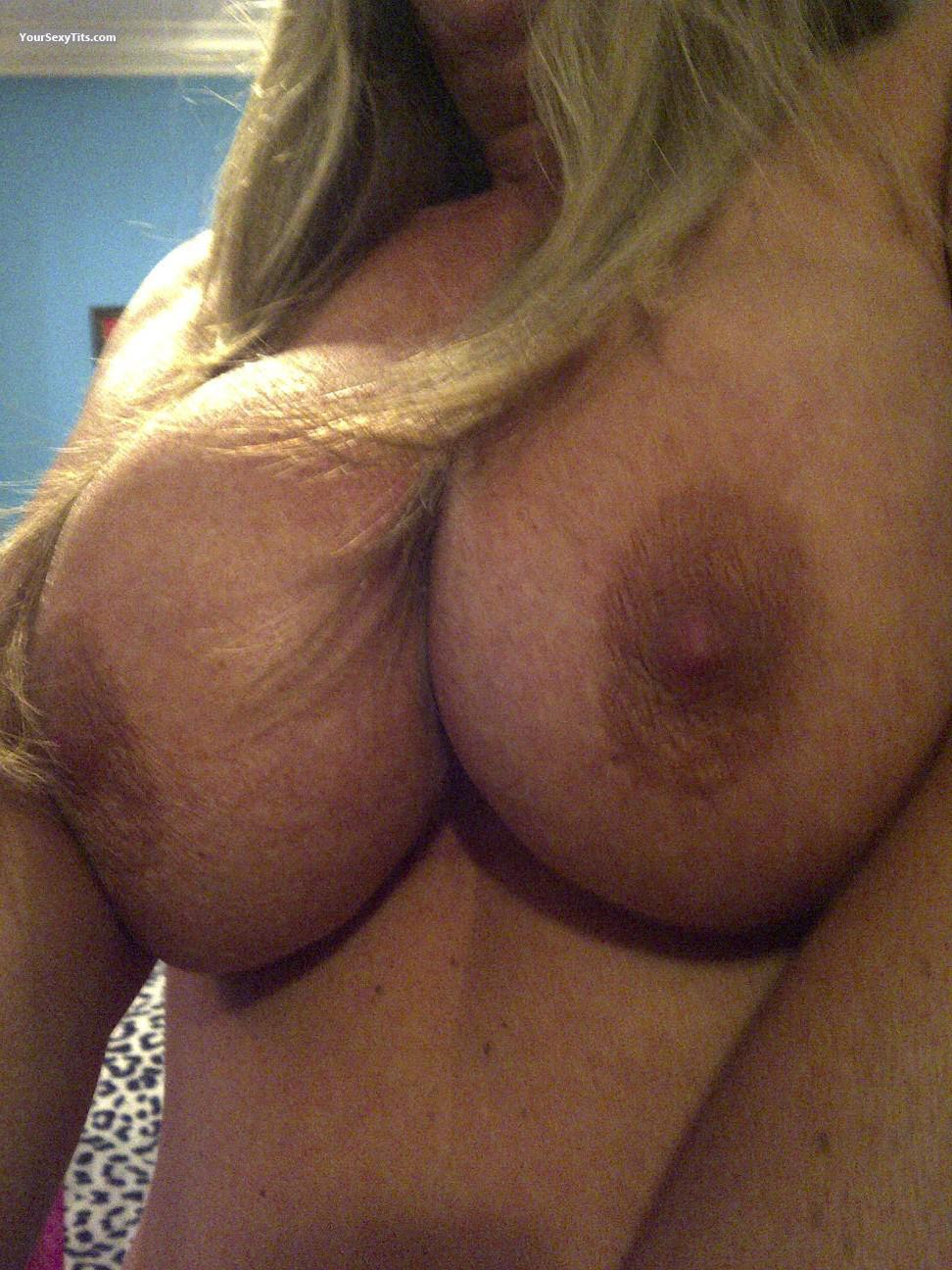 Tit Flash: Very Big Tits - Mississippi Girl from United States