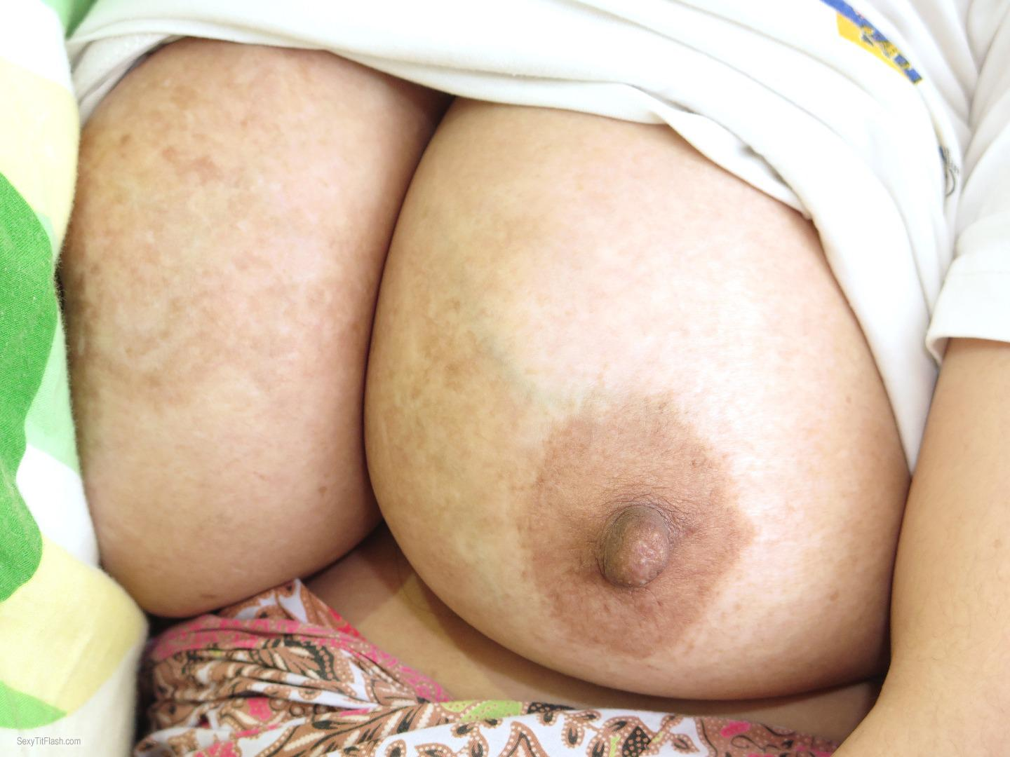 Tit Flash: Wife's Very Big Tits - Z1978 from Indonesia