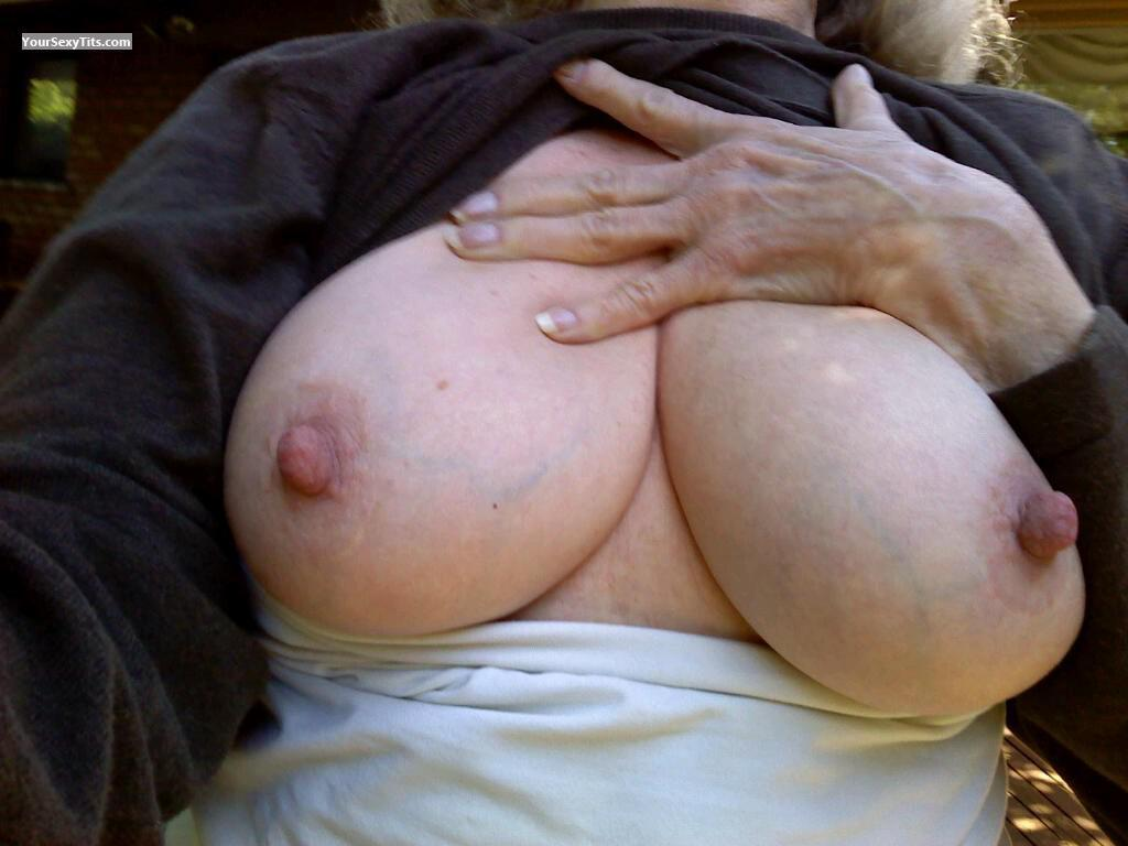 Very big Tits Of A Friend Josie