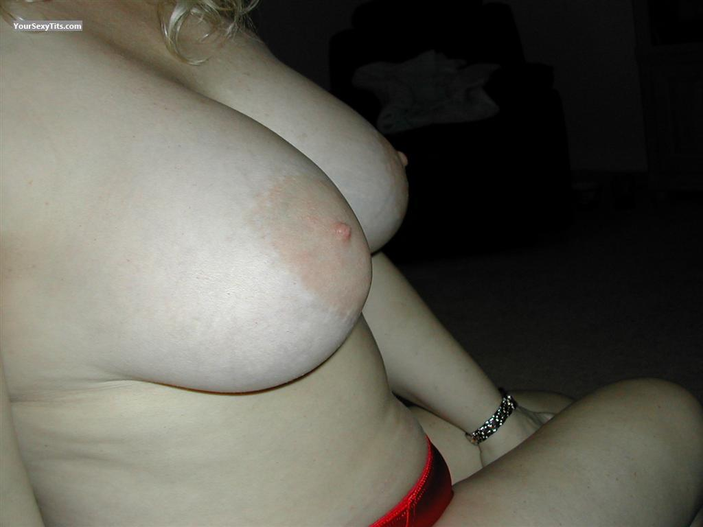 Tit Flash: Very Big Tits - Leigh from United States