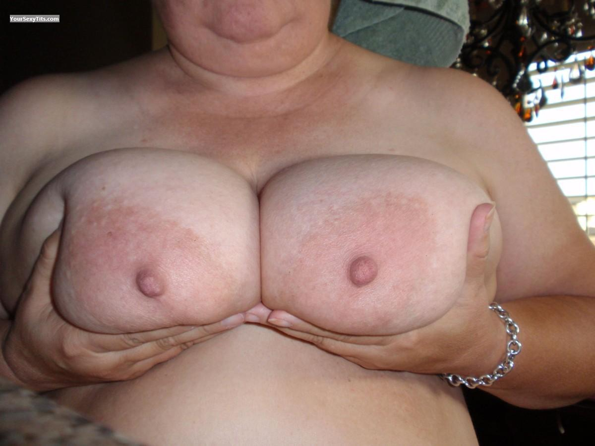 Tit Flash: Very Big Tits - Sylvia from United States