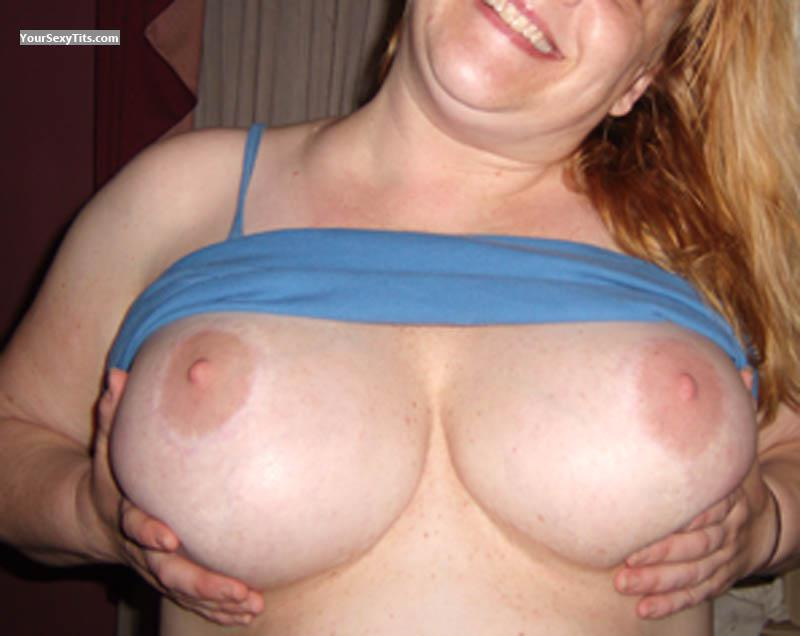 Tit Flash: My Friend's Very Big Tits - Drunk Friend's Perfect Bigti from United States