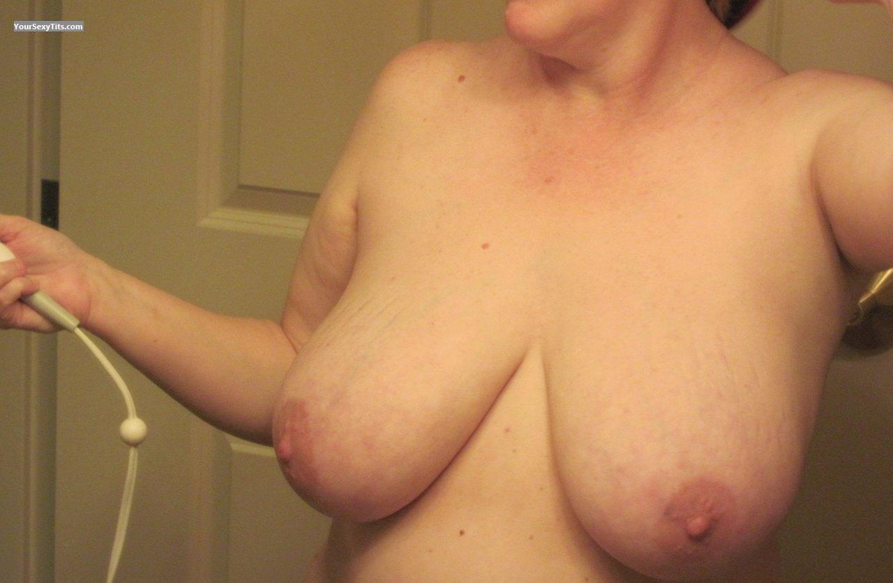 Tit Flash: Very Big Tits - Linda from United States