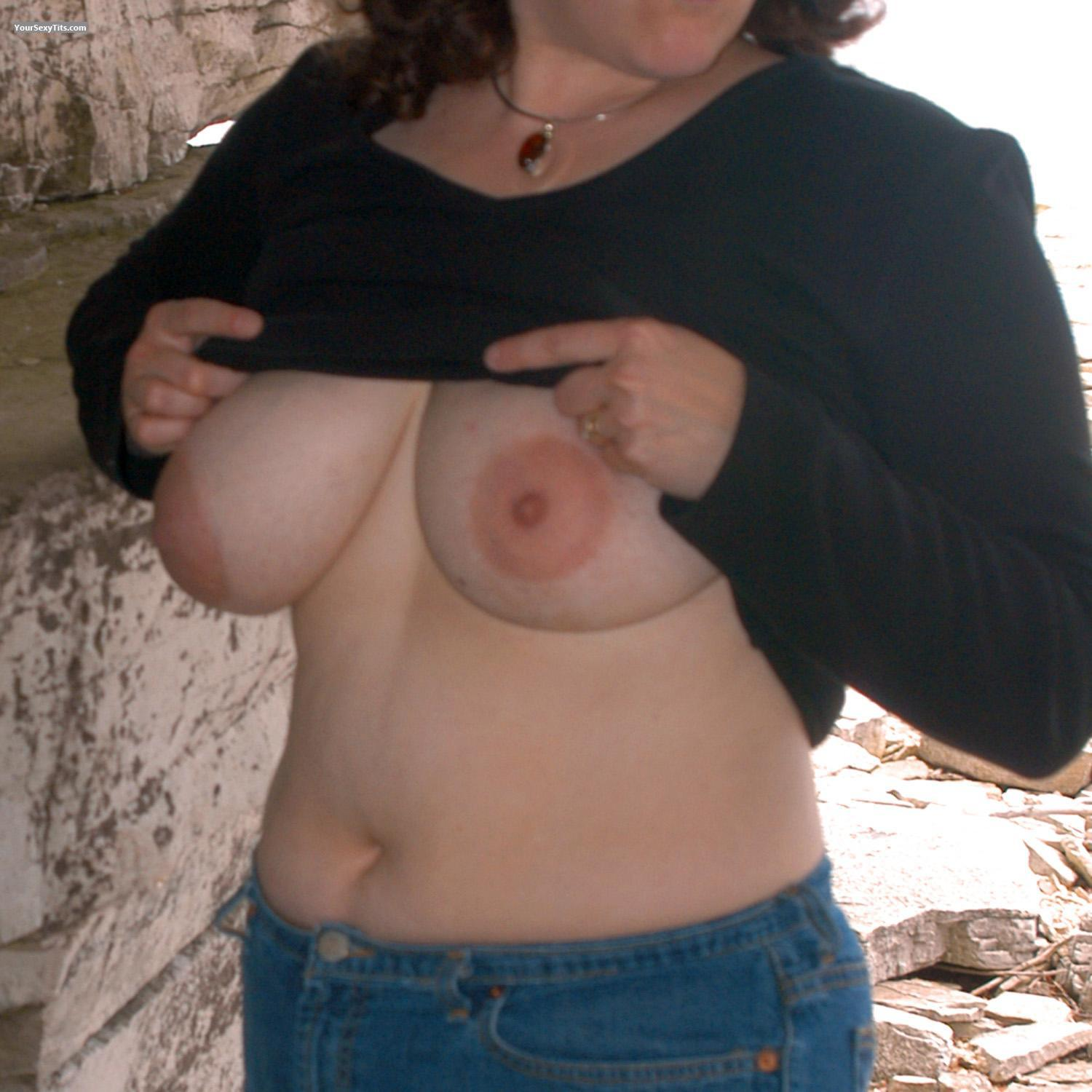 Tit Flash: Very Big Tits - Grace from United States