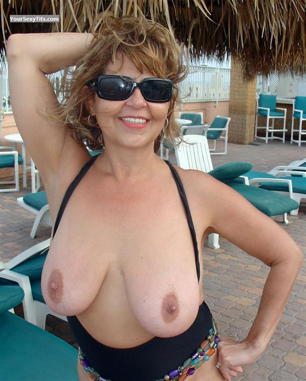 Tit Flash: Very Big Tits - Topless LadynBlack from United States
