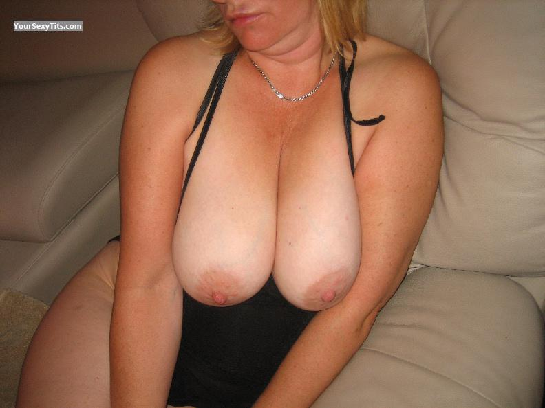 Tit Flash: Very Big Tits - Suzy from Canada
