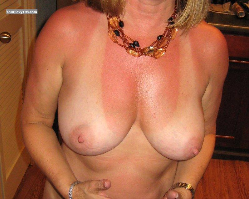 Tit Flash: Very Big Tits - Natural50 from United States