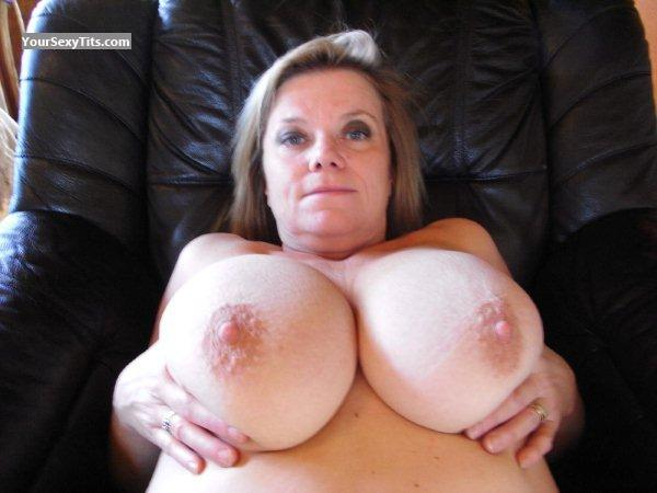 Tit Flash: Very Big Tits - Topless Babs from United States